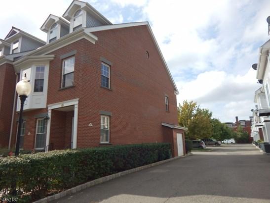Townhouse-End Unit, Multi Floor Unit, Single Family - East Orange City, NJ (photo 2)