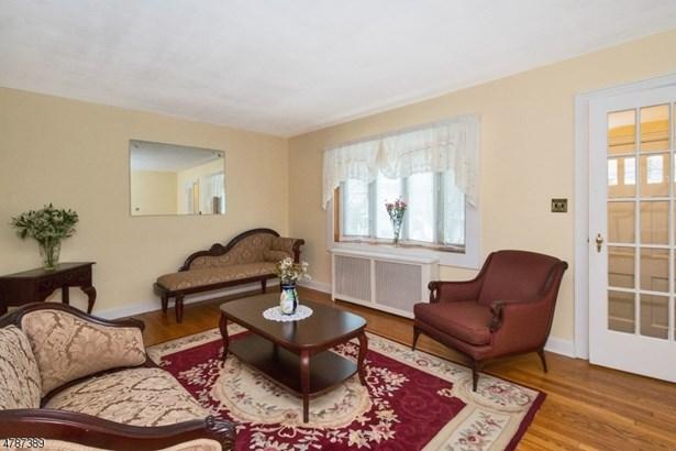 Colonial, Single Family - Belleville Twp., NJ (photo 5)