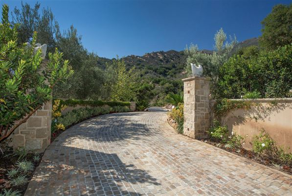 1379 Oak Creek Canyon, Montecito, CA - USA (photo 2)