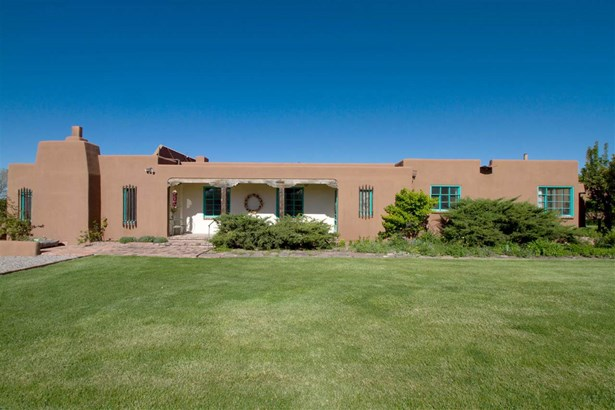 Pueblo,Passive Solar, Single Family - La Mesilla, NM (photo 4)