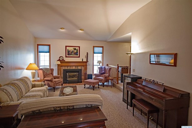 1 Story W/ Bonus Room, Single Family - Kennewick, WA (photo 4)