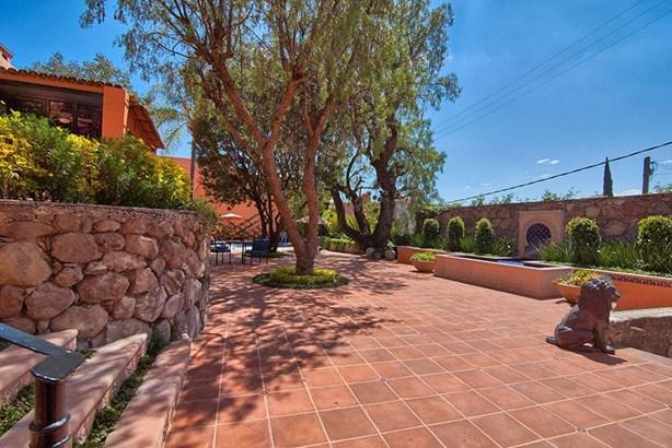 12 Faroles, San Miguel De Allende - MEX (photo 3)