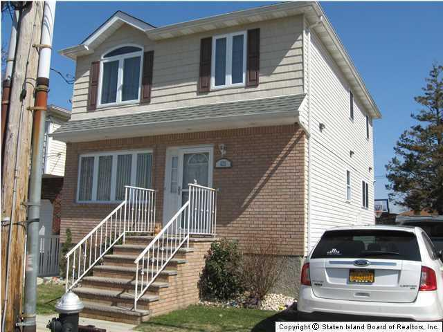 421 Burgher Ave, Staten Island, NY - USA (photo 1)