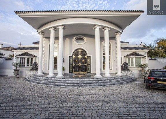 Villa Yokito - Amazing Villa for sale in Sotogrande Alto (photo 2)