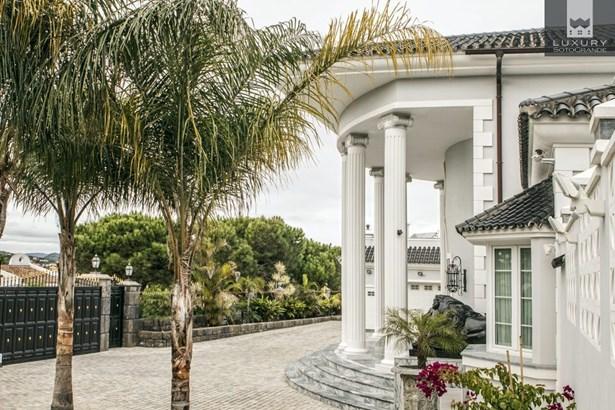 Villa Yokito - Amazing Villa for sale in Sotogrande Alto (photo 4)