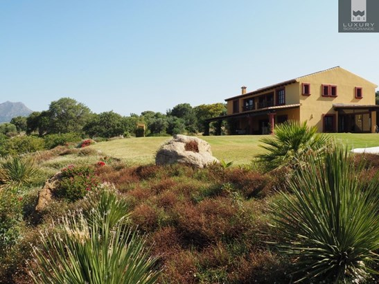 Excellent opportunity to acquire a luxurious Spanish country estate with Equestrian facilities (photo 4)