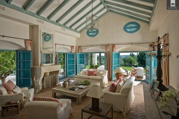 Luxury 8 bedroom Villa for Sale in Sotogrande Alto (photo 2)