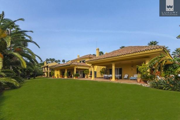 Magnificent family Villa for sale in Sotogrande (photo 1)