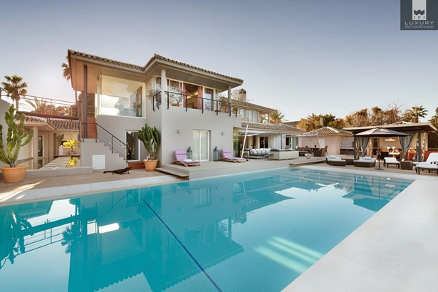 Fabulous 6 bedroom Villa for sale in Sotogrande Costa (photo 1)