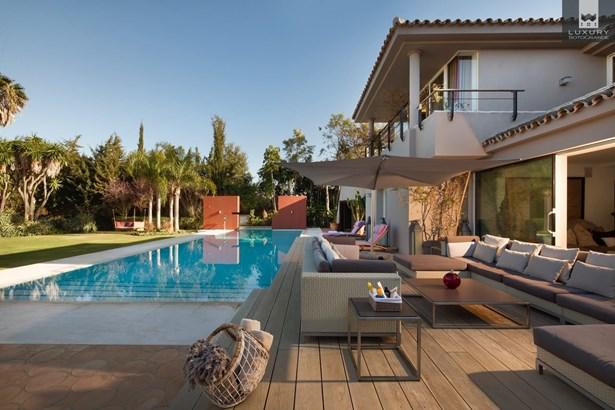 Fabulous 6 bedroom Villa for sale in Sotogrande Costa (photo 3)