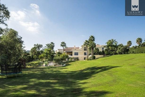 Spectacular Villa for Sale First Line Almenara Golf in Sotogrande (photo 2)