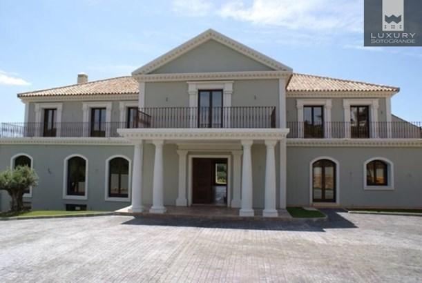 Magnificent front line golf Villa for sale in Sotogrande La Reserva (photo 2)
