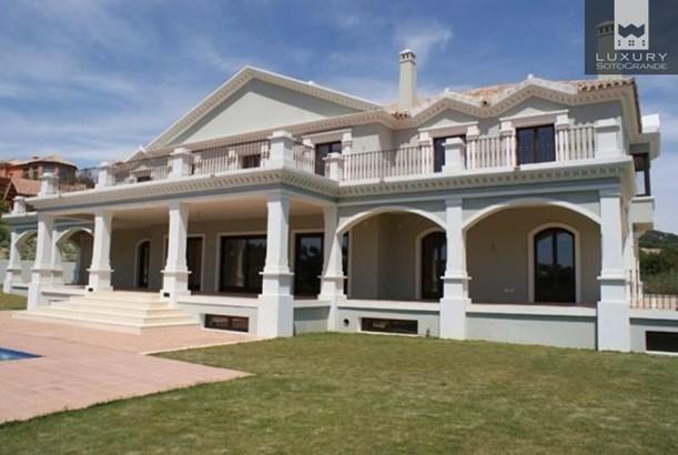 Magnificent front line golf Villa for sale in Sotogrande La Reserva (photo 3)