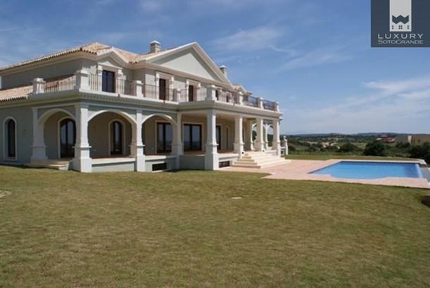 Magnificent front line golf Villa for sale in Sotogrande La Reserva (photo 4)