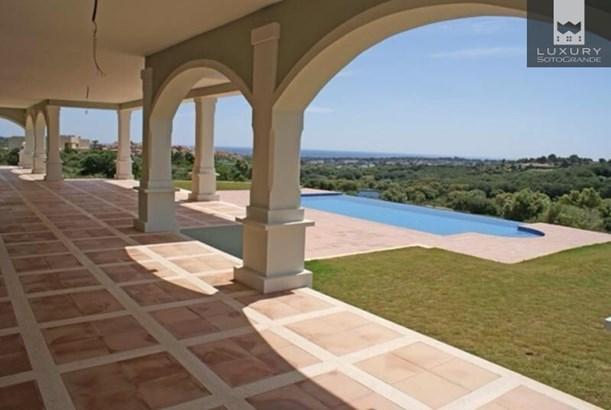 Magnificent front line golf Villa for sale in Sotogrande La Reserva (photo 5)