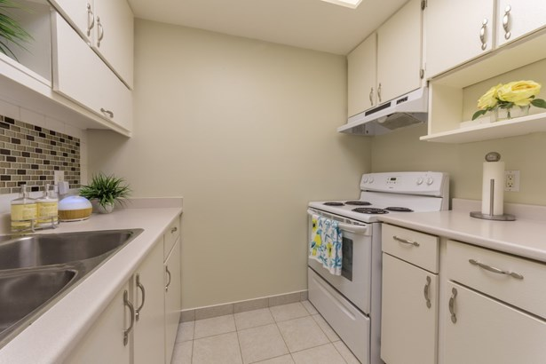 3172 Mountain Highway, North Vancouver, BC - CAN (photo 3)