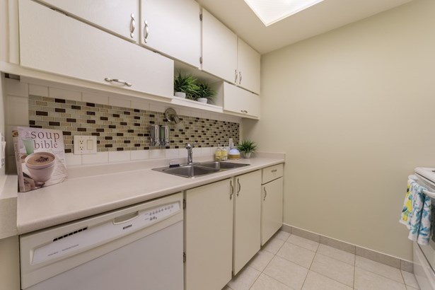 3172 Mountain Highway, North Vancouver, BC - CAN (photo 4)