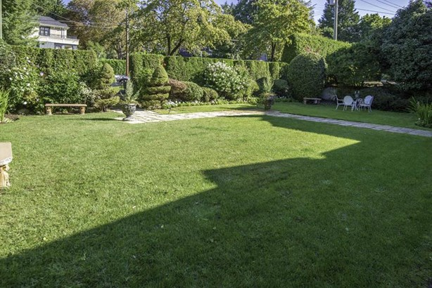 2876 W 49th Avenue, Vancouver, BC - CAN (photo 2)