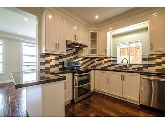 314 W 26th Street, North Vancouver, BC - CAN (photo 5)