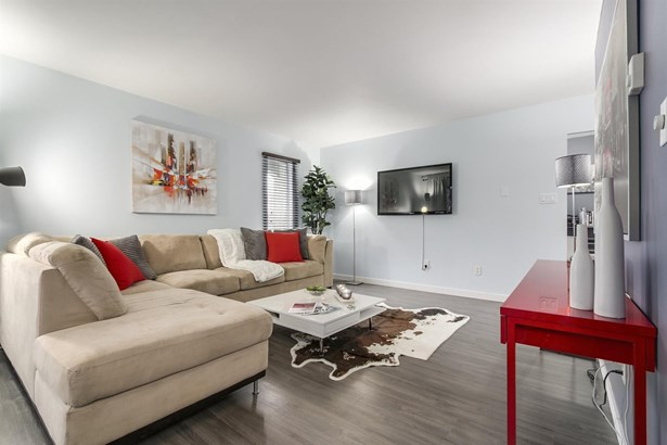 340 Ginger Drive 414, New Westminster, BC - CAN (photo 5)