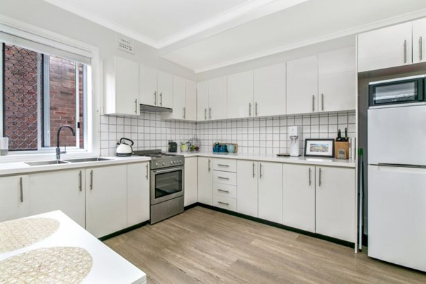 3/16 Pittwater Road, Manly - AUS (photo 2)