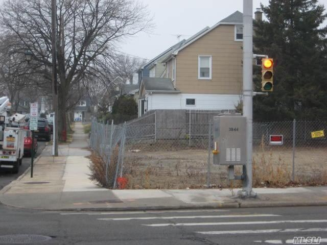 615 Willis Ave, Williston Park, NY - USA (photo 1)