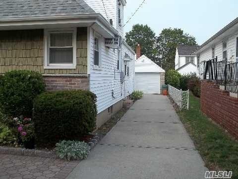 246 Wardwell Rd, Mineola, NY - USA (photo 2)