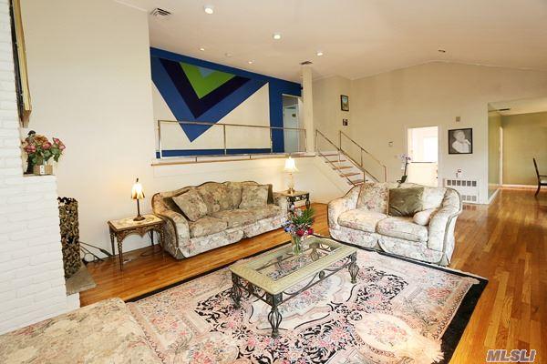 47 Pinewood Rd, East Hills, NY - USA (photo 3)