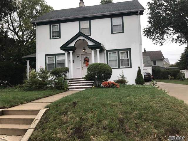 429 Dover St, Westbury, NY - USA (photo 2)