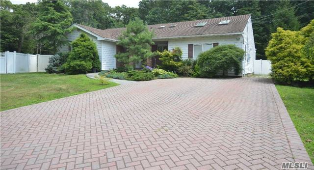 3 Kingswood Dr, Old Bethpage, NY - USA (photo 1)