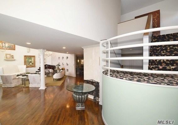 108 Barnyard Ln, Roslyn Heights, NY - USA (photo 3)