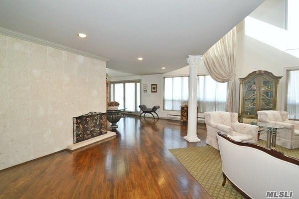 108 Barnyard Ln, Roslyn Heights, NY - USA (photo 4)