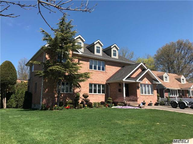 1051 Maple Ln, Manhasset Hills, NY - USA (photo 1)