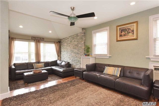 9-18 127th St, College Point, NY - USA (photo 4)