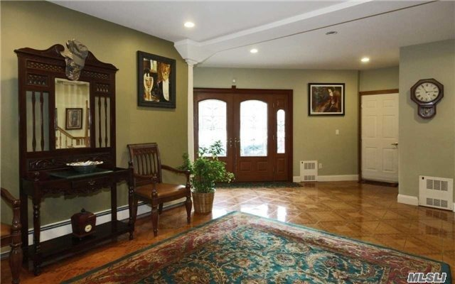 26 Foothill Ln, East Northport, NY - USA (photo 3)