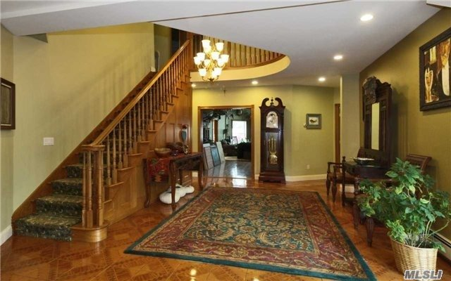 26 Foothill Ln, East Northport, NY - USA (photo 4)