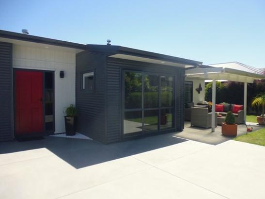 212 Frimley Oaks, Frimley, Hastings - NZL (photo 2)