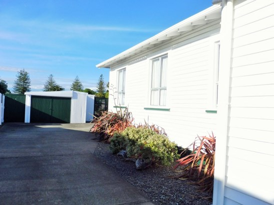 141 Lucknow Street, Wairoa - NZL (photo 2)