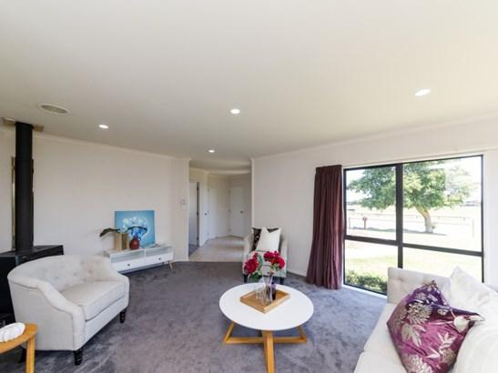 127 Schnell Drive, Kelvin Grove, Palmerston North - NZL (photo 2)