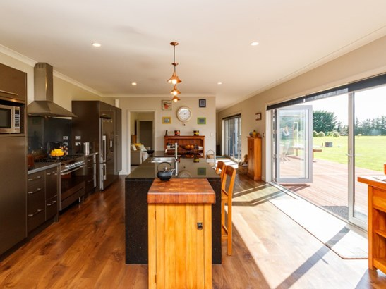 35 Tutakarae Road, Kelvin Grove, Palmerston North - NZL (photo 2)