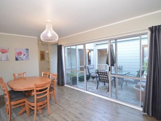 76 Pembroke Street, Carterton - NZL (photo 3)