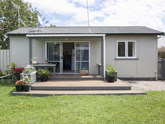 15 Savage Crescent, West End, Palmerston North - NZL (photo 2)