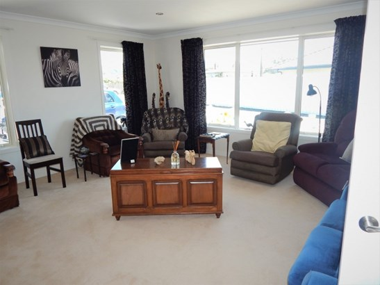 16 Bond Street, Waimate - NZL (photo 3)