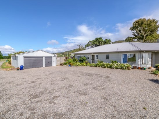 17 Algies Road, Tauherenikau, South Wairarapa - NZL (photo 2)
