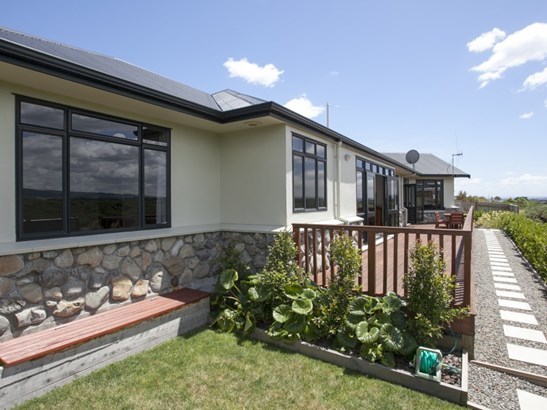 18 Johnstone Drive, Fitzherbert, Palmerston North - NZL (photo 4)