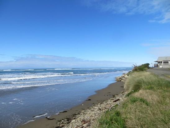 - Akitio Esplanade, Akitio, Tararua - NZL (photo 2)