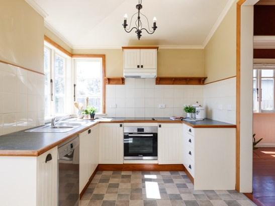 12 Rosalie Terrace, Kelvin Grove, Palmerston North - NZL (photo 2)