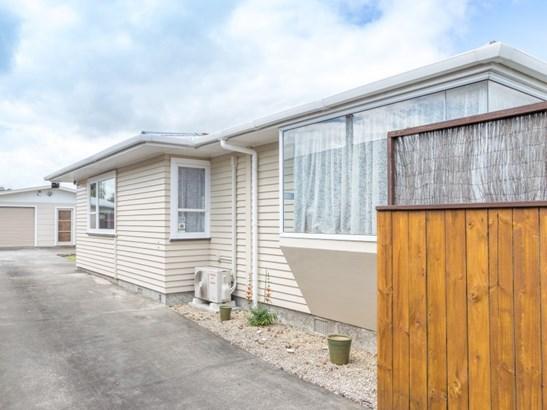 33 Karamea Crescent, Kelvin Grove, Palmerston North - NZL (photo 2)