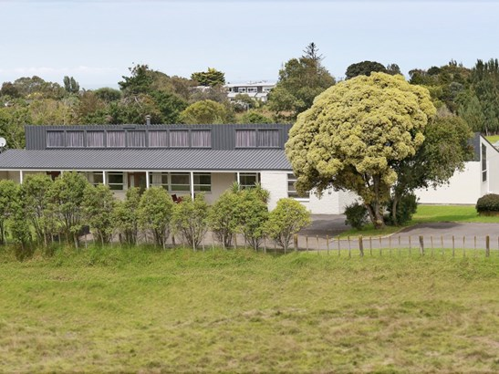 22 Pickwick Road, St Johns Hill, Whanganui - NZL (photo 1)