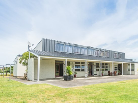22 Pickwick Road, St Johns Hill, Whanganui - NZL (photo 2)
